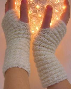Star Stitched Wrist Warmers: free pattern