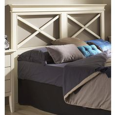 Cabecero de cama con 2 aspas y realizado en madera de haya maciza. Para camas de matrimonio y camas juveniles. Más info en www.tudecora.com