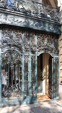 68 Avenue des Champs-Élysées . . .construit pour les parfumeurs Jacques et Pierre Guerlain, Paris