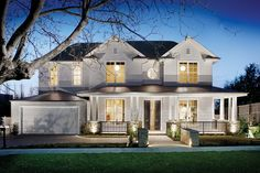 featured posts image for Striking Hamptons style home in Melbourne by Canny Architecture Hamptons Style Homes, The Hamptons, Halls, Patio Interior, Dream House Exterior, Facade House, House Exteriors, House Front, Home Design