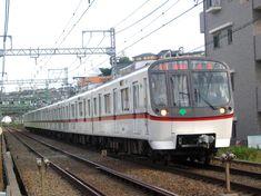 Toei Asakusa Line (東京都交通局地下鉄1号線浅草線) 하네다공항까지 게이큐 공항철도로 직결운행. 모노레일보다 좀 저렴하고 환승 압박이 적은게 장점. 긴자, 아사쿠사, 스카이트리 심지어 나리타공항 갈때도 이용 가능. 이 게이큐 소속 열차 및 빨간색 도에이 소속 열차 모두 이용해봄. 하네다~아사쿠사 구간 여러번 승차