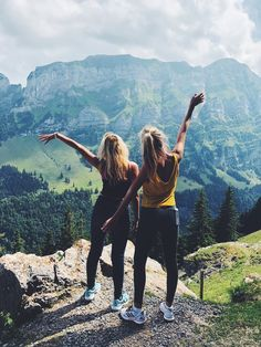 hiking pictures couple and hiking pictures vsco-insta-pin: ell Best Friend Pictures, Bff Pictures, Friend Goals, Friend Photos, Travel Pictures, Shooting Photo Amis, Best Friend Fotos, Summer Hiking Outfit, Summer Pants