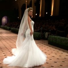 Vestido de noiva sereia e com brilho coleção J'adore 2015 Nova Noiva.