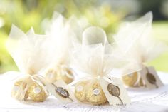 Treat guests to these delicious #giftbags filled with velvety #FerreroRocher