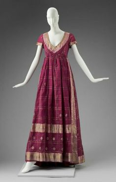Evening dress by Arnold Scaasi, 1969 United States (NYC), MFA Boston    Worn by Barbara Streisand