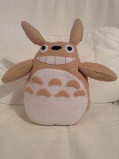 Totoro souriant en feutrine