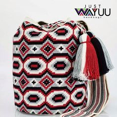250 отметок «Нравится», 6 комментариев — Just Wayuu (@just.wayuu) в Instagram: «Handcrafted handbags made by indigenous wayuu in the north of Colombia. Worldwide shipping. PayPal…»