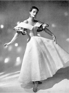 Gown by Madame Grès, 1954 Vintage Glamour, Vintage Beauty, Fifties Fashion, Retro Fashion, Vintage Fashion, Lolita Fashion, 1950s Style, Vintage Mode, Look Vintage