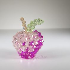 Charming 3D crystal apple with the body shaped from beading together pentagon, hexagon & heptagon. Handmade with over 100 tiny crystal beads. Add to your display collection or turn it into a keychain/cellphone charm.