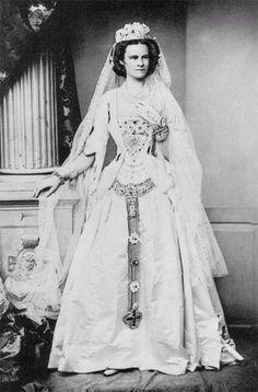 Helene of Bavaria, Sisi's sister