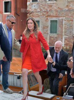 Campagna elettorale a Venezia: Maria Elena Boschi e il suo look total... red - Foto - Giornale di Sicilia
