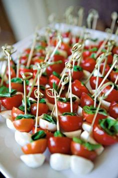caprese bites as appetizers or snacks Wedding Reception Food, Fall Wedding, Wedding Catering, Reception Ideas, Wedding Tips, Wedding Dress, Wedding Planning, Trendy Wedding, Wedding Videos