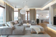 aménagement de salon -moderne-canapés-gris-clair-ottoman-éclairage-indirect