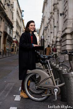 Womenswear Street Style by Ángel Robles. Fashion Photography from Paris Fashion Week.
