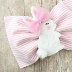 Diy Crafts - This listing is for one hairbow on a clip or headband. You will choose finish at checkout. The bow will measure about 3 inches. Making Hair Bows, Diy Hair Bows, Newborn Girl Headbands, Easter Bunny Ears, Baby Girl Hair Accessories, Hand Embroidery Designs, Felt Crafts, Diy Crafts, Cute Bows