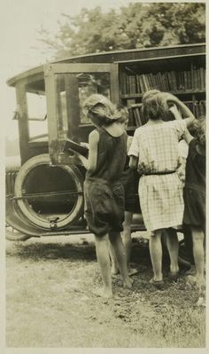 #Bookmobile, Eltingville, Staten Island, c. 1920  Re-pinned by: http://sunnydaypublishing.com