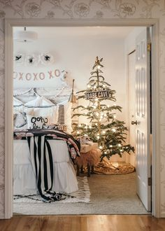 Decorating for Christmas? Check out this post from Christmas Bedroom, Noel Christmas, Christmas Girls, White Christmas, Christmas Things, Dream Bedroom, Girls Bedroom, Bedroom Decor, Bedroom Ideas