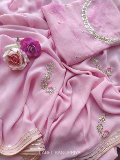 Light Pink Gota Patti Saree with Shibori Blouse Saree Jacket Designs, Blouse Designs, Beautiful Dress Designs, Beautiful Dresses, Bollywood Saree, Bollywood Fashion, Flatlay Styling, Styling Tips, Gota Patti Saree