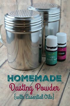 Homemade Dusting Powder with Essential Oils What You Need: 2 C. Arrowroot Flour (we used Bob's Red Mill) C. Baking Soda 15 Drops Essential Oil of Choice (I used Geranium for mine, and Gentle Baby for my Daughter & her younger siblings) Young Living Essential Oils, Essential Oil Blends, Baking Soda Uses, Face Scrub Homemade, Body Powder, Homemade Beauty Products, Baby Products, Natural Products, Baby Oil
