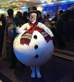 Walkabout Snowman perfect for family friendly events and Christmas Parties. Available to hire across the UK inc London, Manchester, Brighton, Birmingham and beyond. Tel: 0203 602 9540 www.calmerkarma.co.uk
