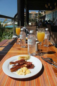 Now Jade Riviera Cancun Resort & Spa: Mimosa for breakfast