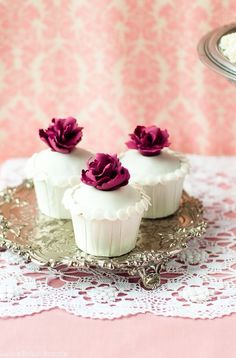 Aren't these cupcakes just perfect? Almost too pretty to eat!