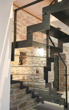 Metal Stair Railing, Stair Art, Staircase Handrail, New Staircase, Modern Staircase, Staircase Design, Architecture Design, Amazing Architecture, Warehouse Living