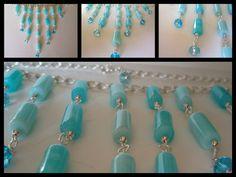 Collana composta da opale azzurro e cristalli in due tonalità, montata con catena in metallo, componenti e chiusura finale in metallo color argento. Realizzazione artigianale. Prezzo 30 euro.