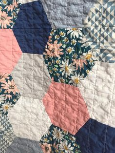 Baby Toddler Hexagon Quilt Blanket Girl Modern Patchwork Peach Quilting For Beginners Made Easy Quil Sewing Patterns Free, Free Sewing, Quilt Patterns, Sewing Tips, Hexagon Quilt Pattern, Pattern Sewing, Baby Sewing, Sewing Hacks, Sewing Ideas
