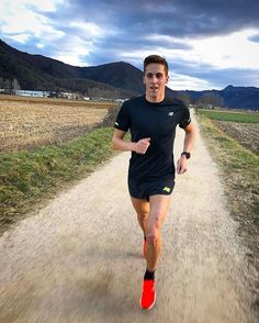 Successful people are not gifted; they just work hard then succeed on purpose.  Amazing photo from @nanoliveras  Empezamos una nueva semana con: 5km   1h30   10km !