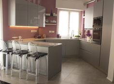 Cucina_angolo_rosa_grigia_1300px