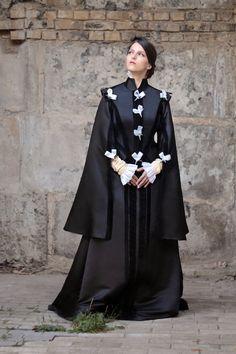 Renaissance Black Dress 16th Century by FiorentinaCostuming