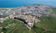 L'Algarve compte parmi ses richesses les côtes de Lagos, qui voient s'alterner…