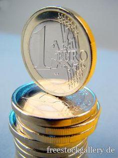 1-Euro Stücke gestapelt - Geld Foto - freestockgallery.de Abundance, Money, Business, Silver, Store, Business Illustration