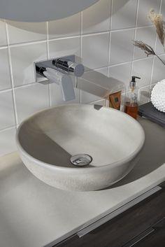 Een betonnen (natuurmateriaal) wastafel van Primabad   De badkamertrend van nu is Back to Nature. Terug naar de basis en haal de natuur naar binnen! In de badkamer doe je dit door natuurlijke kleuren en materialen, zoals hout, steen en beton te gebruiken. Denk daarnaast ook aan  waterbesparende en milieuvriendelijke douches! Toilet, Sink, Home Decor, Sink Tops, Flush Toilet, Toilets, Interior Design, Home Interior Design, Sinks