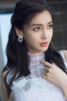 How To Start Chat With Crush on Whatsapp and Tinder ZestVine is part of Angelababy - When you have a crush on someone, it is very hard to start a conversation With these tips you can start conversation with you crush on tinder or whatsapp Beautiful Girl Image, Beautiful Asian Women, Beautiful Models, Beautiful People, Exotic Women, Beautiful Beautiful, Angelababy, Cute Beauty, Cute Asian Girls