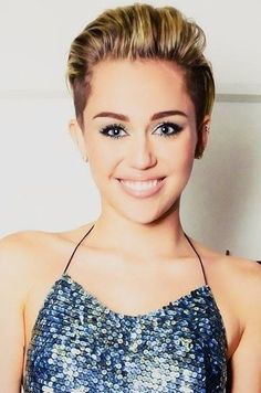 Idées Coupe cheveux Pour Femme  2017 / 2018   Miley Cyrus Haircuts and Hairstyles  20 idées fraîches pour les cheveux de toute longueur