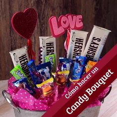 How to make a candy bouquet- Cómo hacer un candy bouquet This tip is a different way of giving someone candy; forming a bouquet with the different favorite treats of this special person. It is the perfect Valentine& gift. Valentine Gift Baskets, Candy Gift Baskets, Wine Gift Baskets, Valentines Gifts For Boyfriend, Candy Gifts, Boyfriend Gifts, Valentine Day Gifts, Graduation Gift Baskets, Mom Valentines Day Gift