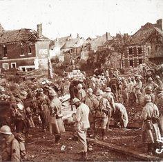 WWI, French soldiers at Roye, Somme. Source; Centre Image Lorraine. -La PremièreGM, 14-18 (@1erGM) | Twitter