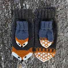 Ravelry: Revevotter for voksne pattern by Eva Norum Olsen Knitted Slippers, Knit Mittens, Knitted Hats, Crochet Fox, Crochet Pattern, Knitting Projects, Knitting Patterns, Fox Hat, Felt Shoes