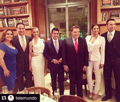 Que honor ser parte de esta foto y de esta familia @telemundo  It's an honor to be part of this photo and of the Telemundo's Family! @cesarconde_ @tvdonfrancisco @jdbalart @angelicavaleoriginal @gabyespino @rafaelamayanunez #NY #paleytribute
