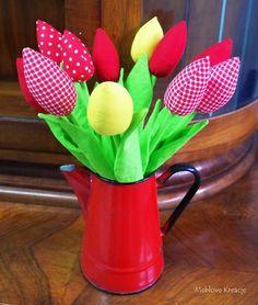 W oczekiwaniu na wiosnę zapraszam do zakupu pięknych tulipanów- całoroczne niewiędnące Twój kot na pewno ich nie ruszy Tulipany produkcji @owoce_szycia dostępne w pracowni #meblove_kreacje przy ul. Kościelnej 22 #Sosnowiec Idealne na prezent ☺ Dzień Kobiet tuż tuż #wiosna #spring #flower #farbric #tulips #tulipany #cotton #diy #handmade #hobby #kwiaty #bukiet #homedecor #dekoracja #gift #dzieńkobiet #decor #home #interior #homedesign #sewing #silesia #zagłębie #katowice #kato