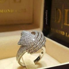 At @alachighemod. Diamond ring