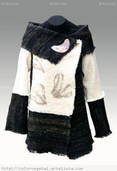 ABRIGO TELAR MAPUCHE ELIZABETH SCHMEISSER- Artelista.com Old Sweater, Moda Chic, Ethnic Outfits, Moda Vintage, Ethnic Fashion, Textiles, Refashion, Casual Wear, Plus Size Fashion