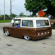 Ruined a perfect bronco but is kinds neat Bagged Trucks, Lowered Trucks, Hot Rod Trucks, Mini Trucks, Cool Trucks, Chevy Trucks, Chevy C10, Classic Bronco, Classic Trucks