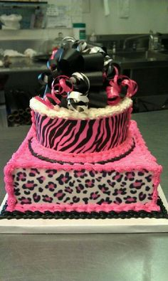 if I have a little girl, THIS WILL be her first bday cake.