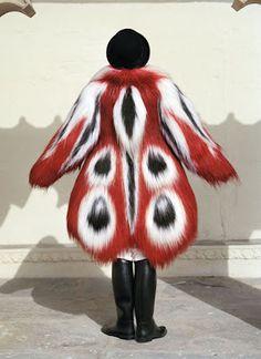 Eiko Ishioka's design for the fur coat for the Darwin character in Tarsem Singh's 2006 film, The Fall Theatre Costumes, Movie Costumes, Ballet Costumes, Grace Jones, The Fall Movie, The Fall 2006, Howleen Wolf, Eiko Ishioka, Catty Noir