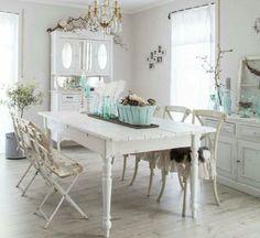 Le charm farm house table