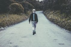 """A marca brasileira Choke lançou seu mais recente lookbook, batizado de """"Aeon"""", apresentando as novidades para a temporada Inverno 2015, com adições de moletons e bonés. Os lançamentos dessa coleção..."""