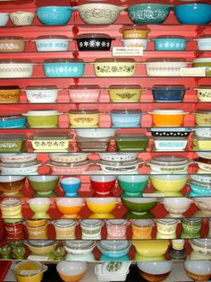 I <3 Pyrex. Always on the lookout to add to my collection!